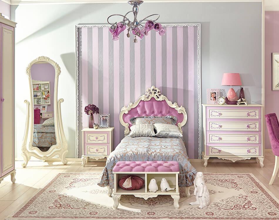 Barock Schlafzimmer Set in Weiß und Rosa bestehend aus Kleiderschrank, Standspiegel Nachtkonsole Bett und Kommode.
