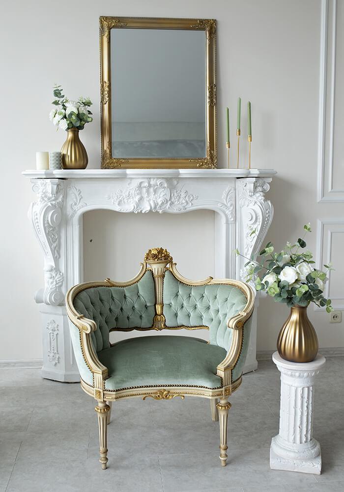 Barock Sessel in Türkis, Weiß und Gold.
