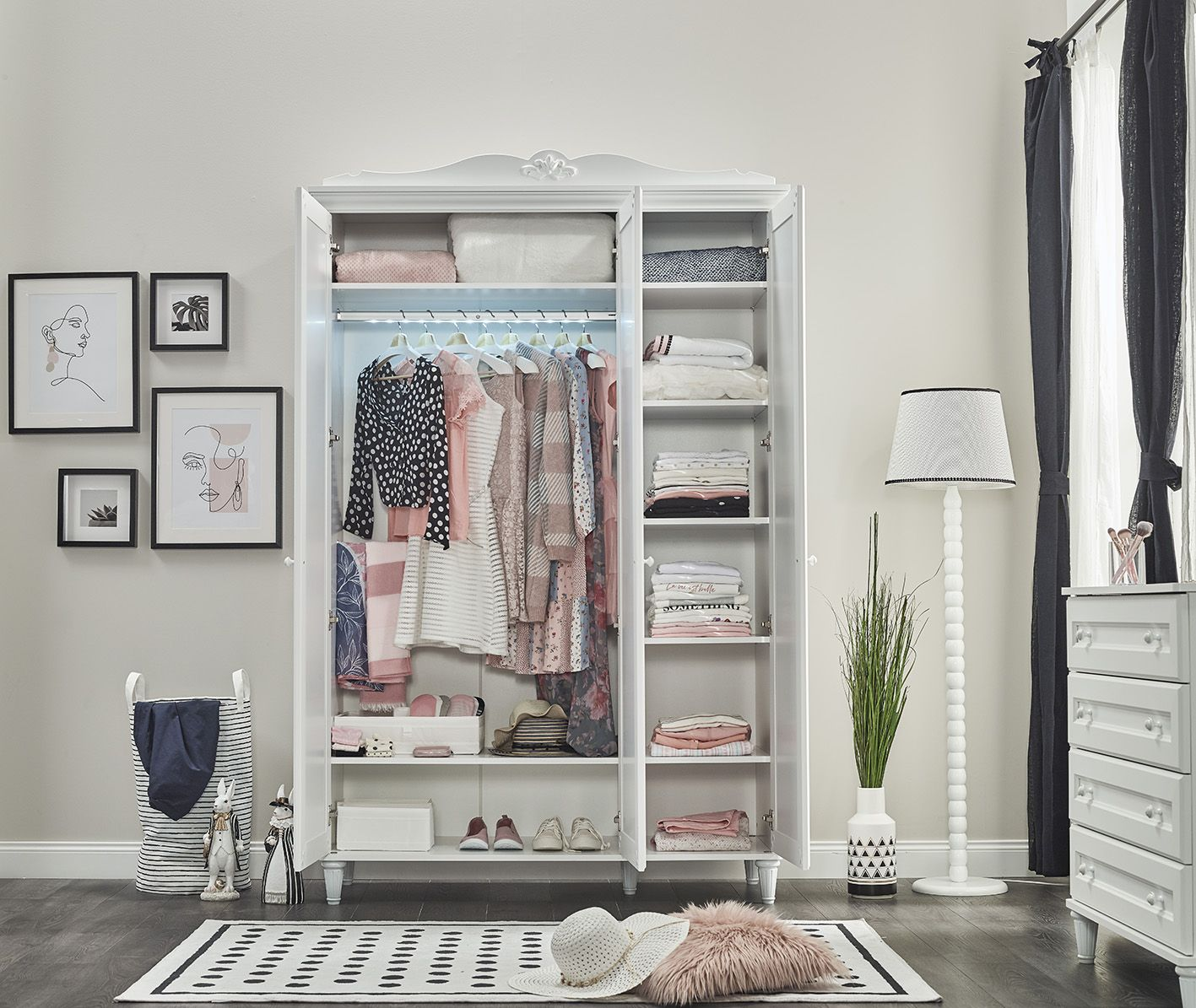 Kleiderschrank Lory Jugendstil 3-Türig mit LEDs in Weiss